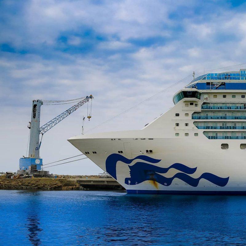 The Island Princess ship docking in Manta during 2019